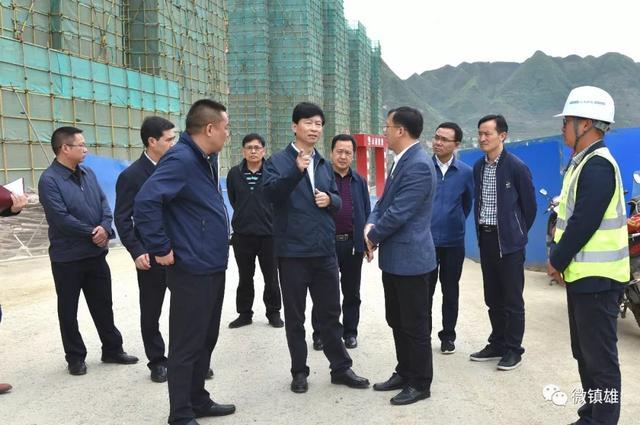 杨亚林到镇雄县调研指导易地扶贫搬家 工作-1.jpg