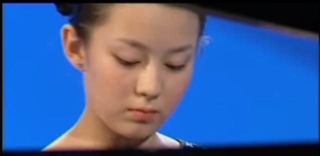 曝郎朗老婆12岁照片!眼睛小脸像宋慧乔,胳膊裸露 身材不是天生-5.jpg