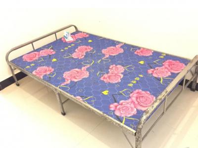 9成新折叠床,当时200元买的,现在49元