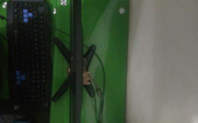电脑液晶显示器 - 300元