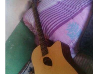 高等民谣吉他41寸,可插电 - 2100元