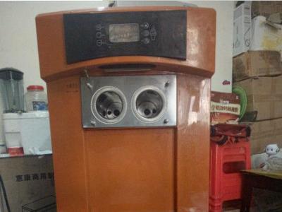 东贝冰淇淋机 - 2800元