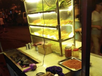 烧烤摊转让,有冰箱,帐篷伞,猛火灶,桌子板凳等烧烤用具, - 5000元